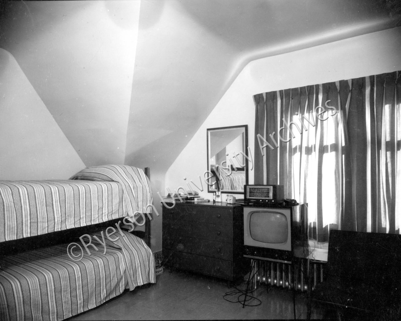 A Kerr Hall residence room in the early 1960s. (RG 95.1, Oakham House doc. file 1)