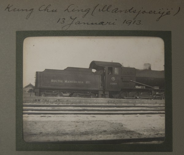 "Kung Chu Ling {Mantsjoerije) 13 Januari 1913.  [From the album ""Transiberia"".] Documenting travel methods, like trains and steamboats, was not uncommon.  2008.001.013"